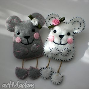 Felt Mice/ These would look so cute dancing across the front of my fridge-'course I'd need to make a lot of them.......