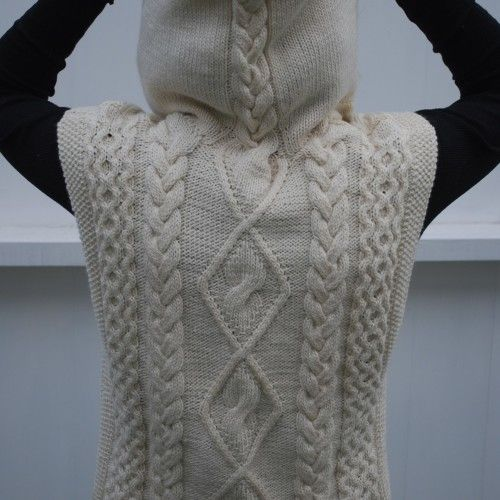 Knitted cabled vest with hood for woman. Yarn: Monos del Uruguay Silk Blend
