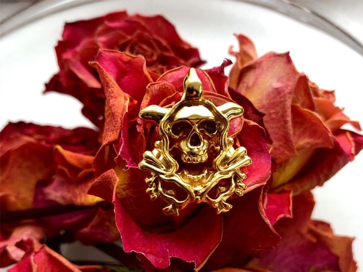 The the laughing death. Skull Orchid Gothic pendant. #Gothicjewelry#skulljewelry#tattoodesign