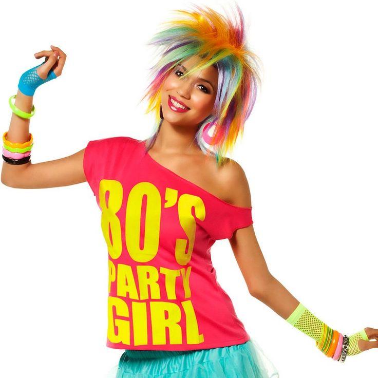 déguisement années 80 , perruque multicolore, top à épaule nue en rose vif, jupe