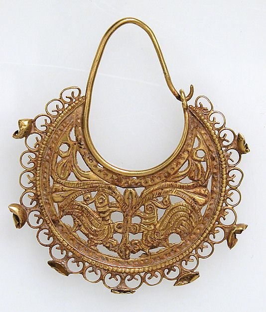 Gold Half Moon-Shaped Earring with Peacocks | late 6th–7th century | Byzantine