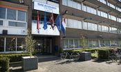 New West Inn Amsterdam  Description: New West Inn is gunstig gelegen in het westelijke gedeelte van Amsterdam tussen de luchthaven Schiphol (8.8 km) en het bruisende hart van het stadscentrum. Het hotel is eenvoudig met eigen vervoer te bereiken via de A9 en de ringweg A10. Via de afslag S106 op beide wegen staat u binnen enkele minuten voor het hotel. Hier is voldoende gratis parkeergelegenheid beschikbaar. Tevens is het hotel uitstekend bereikbaar met het Openbaar Vervoer vanaf het…