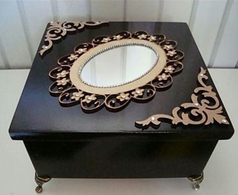 caixa decorada em preto