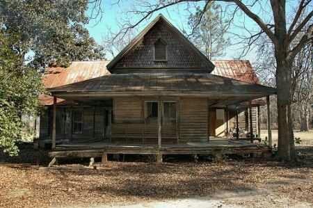 Old farm house, looks abandoned