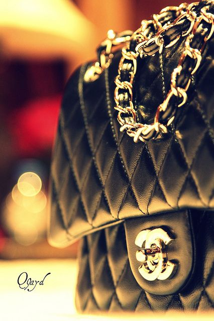 Gorgeous handbag by Chanel in quilted leather with chain link strap