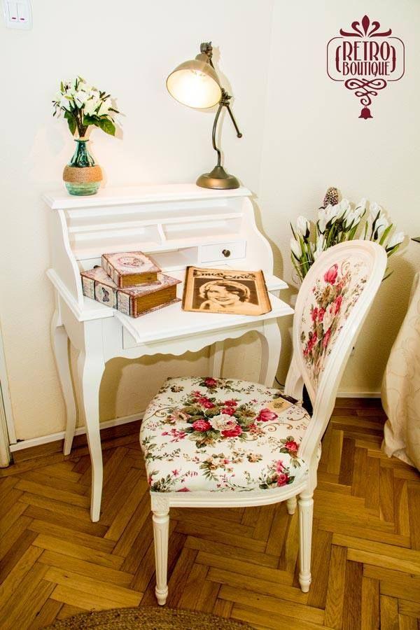 Scaunul tapițat Stillo Rosa şi biroul Clemence, compunând decorul unui colț pentru oamenii cu tabiet.