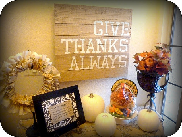 Tutorial on Wreath, Pallet Art, and Gratitude printed on Burlap    We need constant reminders to be thankful to the Lord. Biblical counseling 101!!!