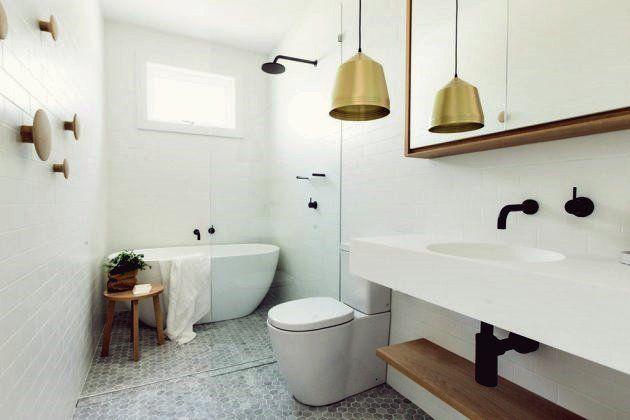 17 Atemberaubende Skandinavische Badezimmerdesigns Die Sie Lieben Werden In 2020 Mit Bildern Skandinavisches Badezimmer Bad Styling Badezimmer Dekor