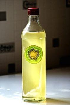 Ликер из киви..... Ингредиенты: киви, 1 часть по вкусу водка, 1 часть по вкусу сахар, 1 часть по вкусу банка/бутылка 1 шт.