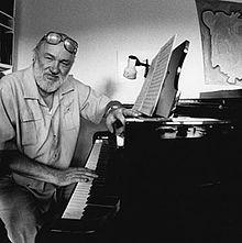 Vijf mobielen is een compositie van Niels Viggo Bentzon. Kunst en esthetica: Bentzon haalde inspiratie voor zijn compositie uit de Mobielen van Alexander Calder. Dit hangt aan een plafond en is constant in beweging, maar ook constant in balans. Datzelfde geldt voor deze muziek van Bentzon. Men hoort de bewegingen van de muziekinstrumenten onderling, maar de klanken gaan nergens naartoe. Het heeft veel kenmerken van de Avant-Gardistische muziek, want er is geen melodie, harmonie of ritme te…