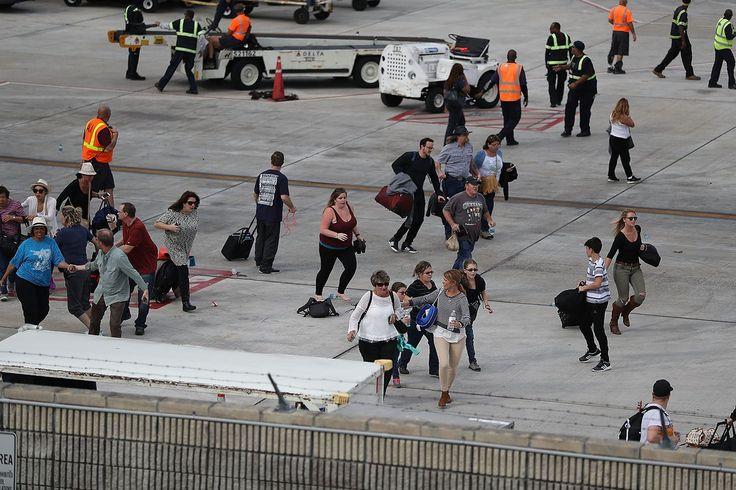 A través de las redes sociales y la televisión todos fuimos testigos del caos que se vivió en el Aeropuerto Internacional de Fort Lauderdale-Hollywood, después de que un hombre disparara contra la multitud en la zona de equipaje del terminal 2 de este aeropuerto ubicado en Florida, Estados Unidos. Sigue todos los detalles de esta información, aquí. En el tiroteo al menos cinco personas murieron y 13 resultaron heridas, mientras que cientos corrieron a salvar sus vidas, muchas de ellas…