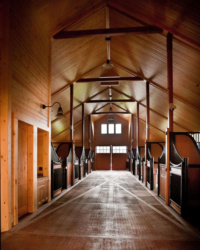 Great High Ceilings And An Impressive Barn Aisle