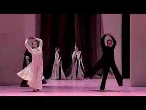 Musique de René Aubry, chorégraphie Carolyn Carlson, danseurs sublimes. What else ?