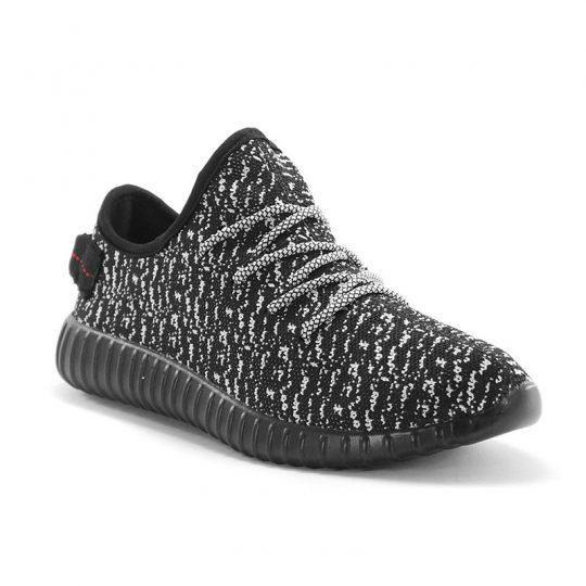 Sepatu running Adidas Yeezy Boost ini akan menjaga kaki kamu tetap adem saat berlari dan beraktifitas. Berbahan textile mesh yang breathable dengan paduan warna hitam dan putih yang sporty. Kualitas sepatu import grade ori A.