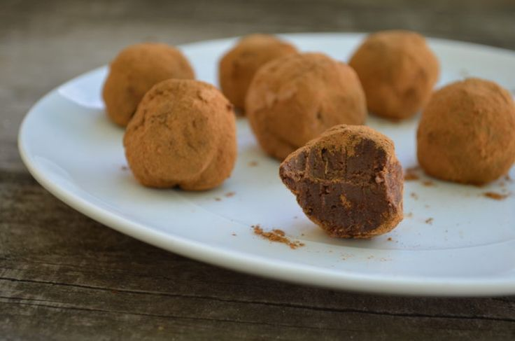 Chocolate Avocado Truffles - This is a fantastic dessert recipe that is low-carb, ketogenic and fat burning.  The combination of avocado and dark chocolate provides healthy fats, fiber and anti-oxidants to help the body produce good hormones that optimize your metabolism.