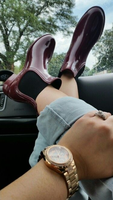 Rocking my chelsea boots