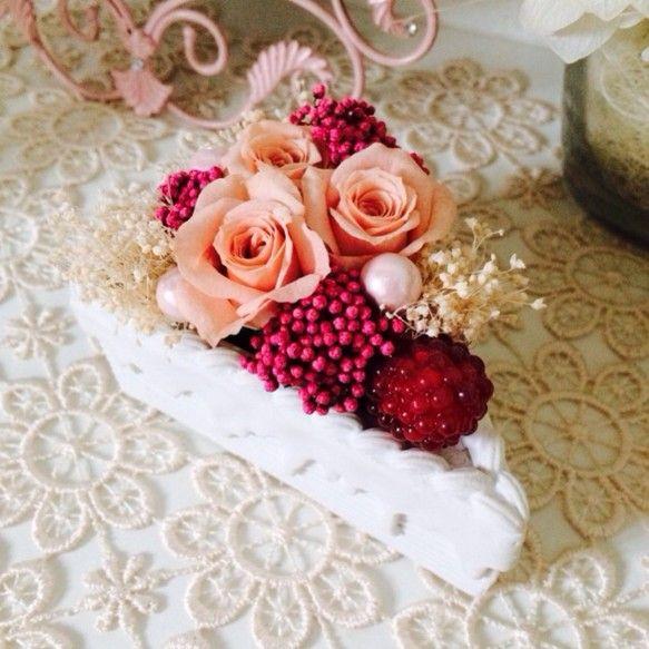 本物のケーキのようなお洒落なポット♡お花がより一層可愛く見えます♪ポットのサイズ:約7.5cm×約10cm×高さ約5cm|ハンドメイド、手作り、手仕事品の通販・販売・購入ならCreema。