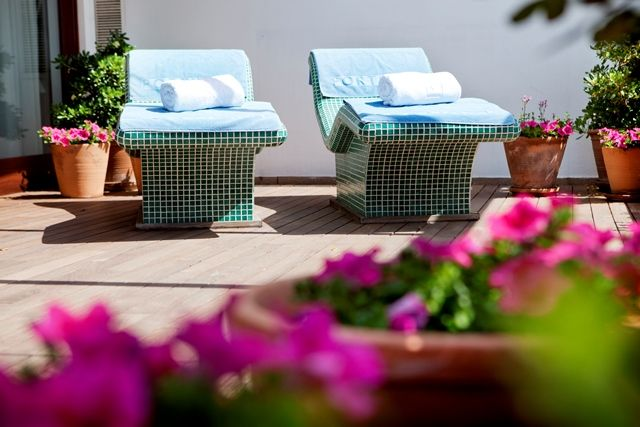 The cool of Scandinavian design infuses the whole Portixol Hotel, from the stark white walls and blue shutters on the outside to the whicker sofas with their nautical covers that sit around the pool side #Mallorca #MallorcanTonic