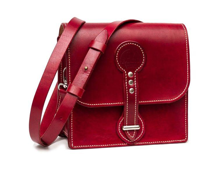 Messenger Bag. Full grain veg tanned leather. #RamielLeatherCrafts #messengerbags #leatherbags #vegtannedleather #leather #bags #messenger #fullgrainleather