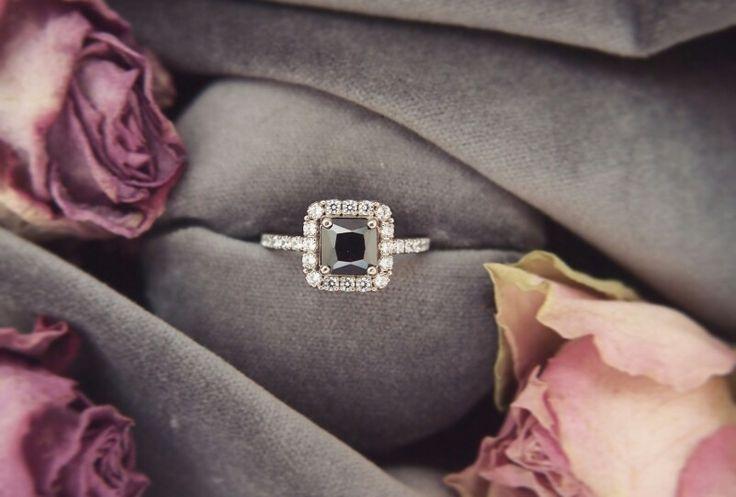 Engagement ring. Помолвочное кольцо из белого золота.