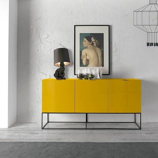 Mueble lacado a la carta de Angel Cerdá: aparador amarillo