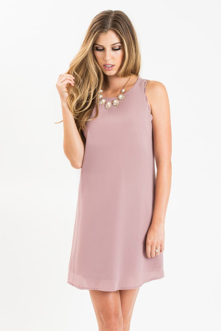 You can't go wrong with a shift dress whether it's for work or on a dinner date! We love this pretty muave shade you can wear all year round! The scalloped detailing adds a feminine touch to this vers