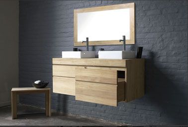 murs de brique peints avec peinture gris anthracite, au sol un béton couleur taupe, meuble double vasque et miroir en chêne clair Deco-cool.com