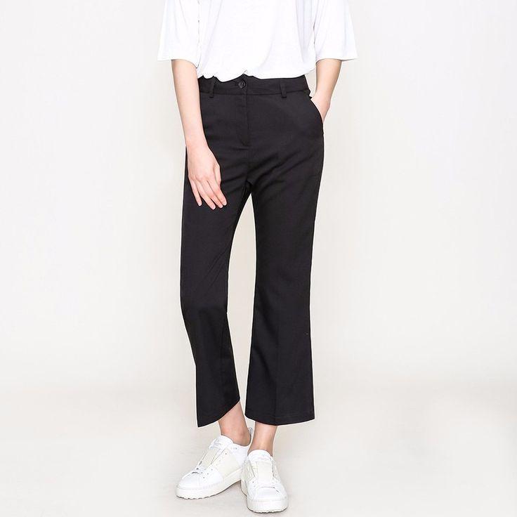 ブーツカットアンクルスラックスパンツ アンクル丈ベーシックスラックスパンツのご紹介です。 デイリーに活躍するシンプルなデザインです。 足首の見える上品な丈感が女性らしさをいっそう引き立てます。 人気のアンクル丈でスニーカーやローファー、アンクルブーツとも好相性◎ #maysome #uniquestyle #ootd #fashion #ファッション #韓国ファッション #フェミニンコーデ #大人可愛い #モデル #韓国通販 #今日のコーデ #koreafashion #シンプルコーデ #カジュアルコーデ #オルチャンファッション #dailyfashion #dailylook