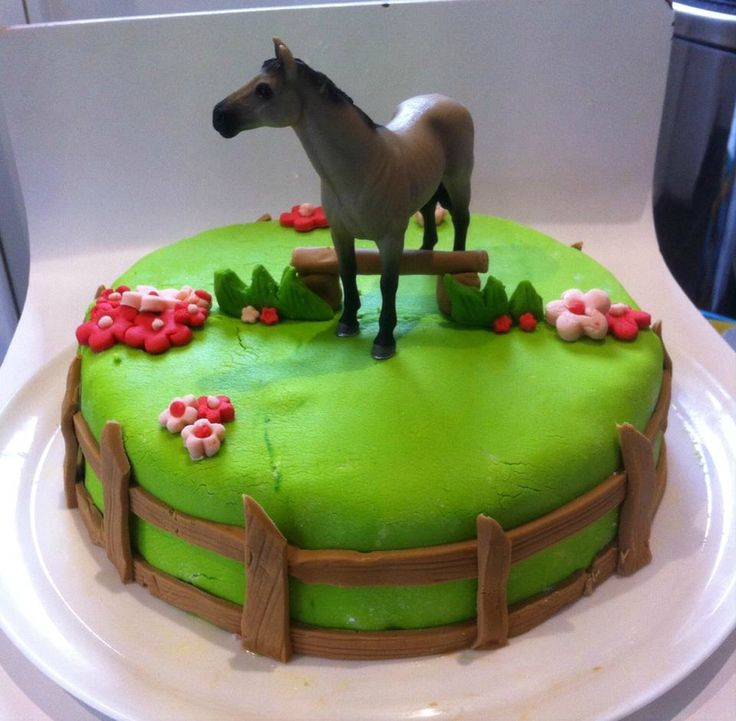 gateau anniversaire cheval pate a sucre