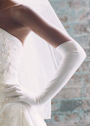Long wedding gloves    http://www.envyevents.co.nz/2/post/2013/01/to-glove-or-not-to-glove.html#