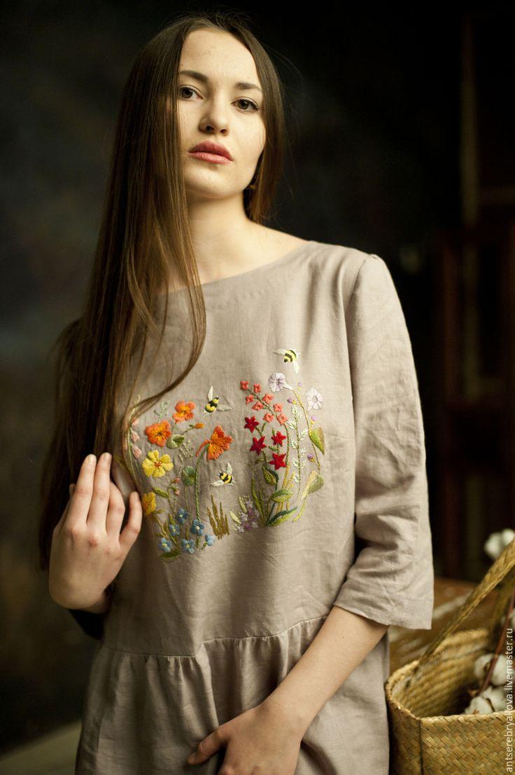 Купить или заказать Платье из льна 'Летние цветы' в интернет-магазине на Ярмарке Мастеров. Платье из натурального льна с ручной вышивкой гладью.Свободный крой и удобный фасон.Такой наряд станет любимой вещью в летнем гардеробе. В швах удобные карманы. При пошиве на заказ можно поменять некоторые детали(форму выреза,длину рукава,длину самого платья,цвет ткани) и разработать индивидуальный рисунок вышивки по вашим пожеланиям,например любимые цветы.…