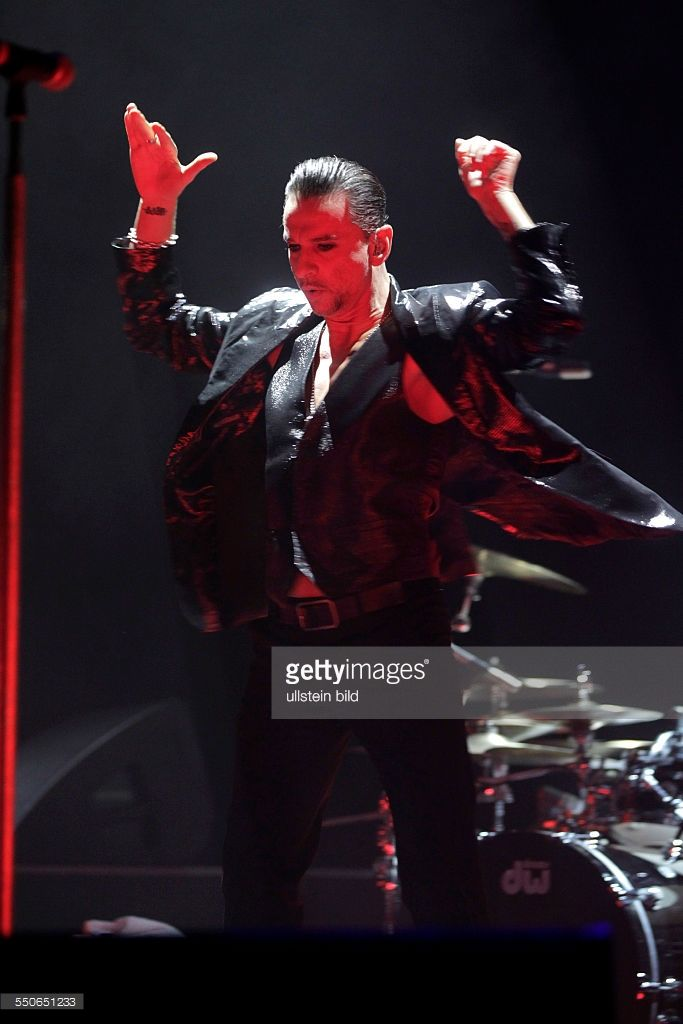 Depeche Mode (Englische Synthie Pop-Band aus London. Der Name ist dem französischen Modemagazin 'Dép-che Mode' entliehen) 'Delta Machine'-Tour Depeche Mode bestehen aus v.l.: Martin Gore (Keyboard, Gitarre, Bass, Gesang), Dave Gahan (Gesang) und Andrew Fletcher (Keyboard)Lanxess-Arena Köln