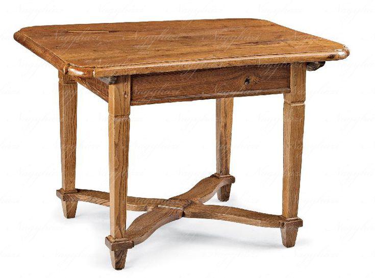 Asztal  Dunántúl, 19. sz. vége, kõrisfa  82*115*90 cm