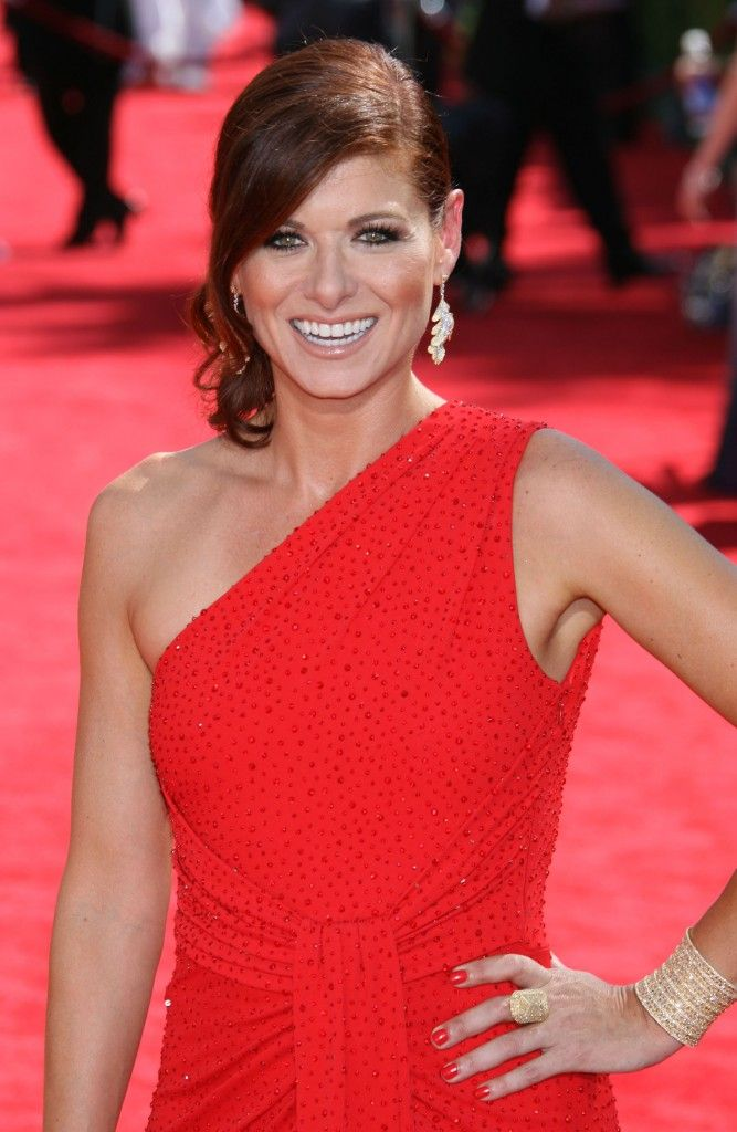 Debra Messing's elegant hairstyle at the 61st Annual Primetime Emmy Awards