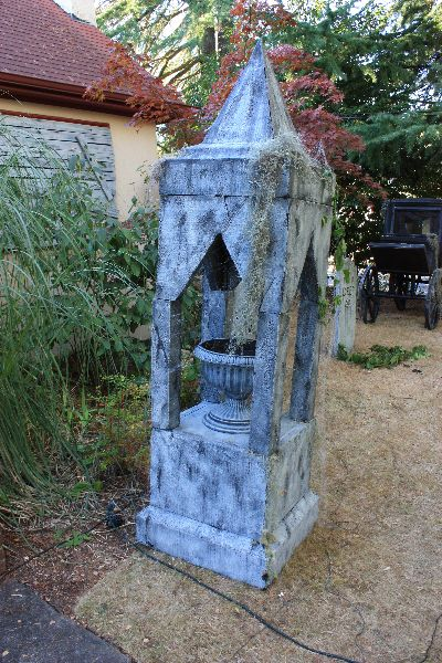 halloween haunted yard display located in milwaukie oregon featuring photo galleries videos prop tutorials and more