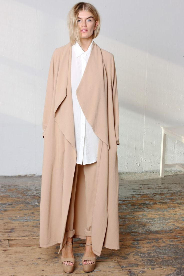 Maxi Duster Camel. Oversized soft tailoring, matching peg pants. Power dressing. Effortless chic.