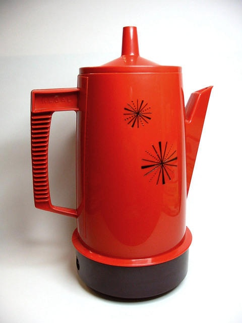 Regal electric coffee perker in brilliant chinese red, black starbursts, and brown bakelite.: Brilliant Chinese, Brown Bakelite Beautiful, Avocado Green, Coffee Chocolates Pots, Chinese Red, Brown Plastic, Atoms Coffee, Brilliant Orange, Black