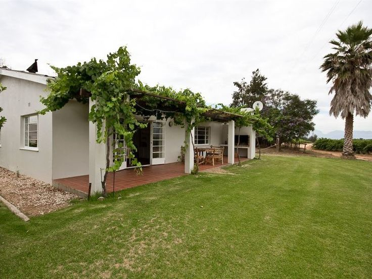 Esperance Farmstay - Vineyard House - Esperance Farmstay - Vineyard House is situated in the charming town of Worcester, in the Breede River Valley.  The house, which has four bedrooms, features a fully equipped farm-style kitchen, a lounge ... #weekendgetaways #worcester #southafrica