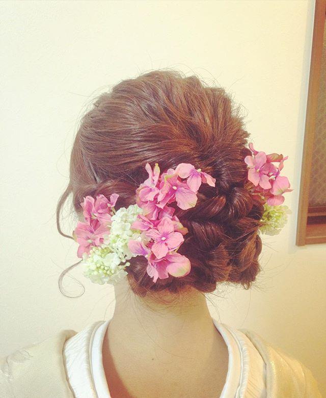 wedding hair make ☆ 小花で優しいイメージに…。 ・ ・ ・ ・ #出張ヘアメイク #wedding #アップスタイル  #ヘアアレンジ #和装ヘア #打掛 #編み込み #hairstyle  #ヘアメイク #波ウエーブ #くるりんぱ #あじさい #hairmake #makeup #cream東京