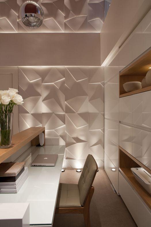 Os revestimentos em 3D chegaram para ficar, com a iluminação ideal então... transformam os ambientes em verdadeiras obras de arte.