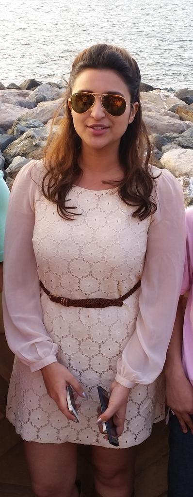 @I_Am_Fazil_ but guess which Billywood celebrity I saw today... Prianka Chopras sister parniti Chopra fam she is buff