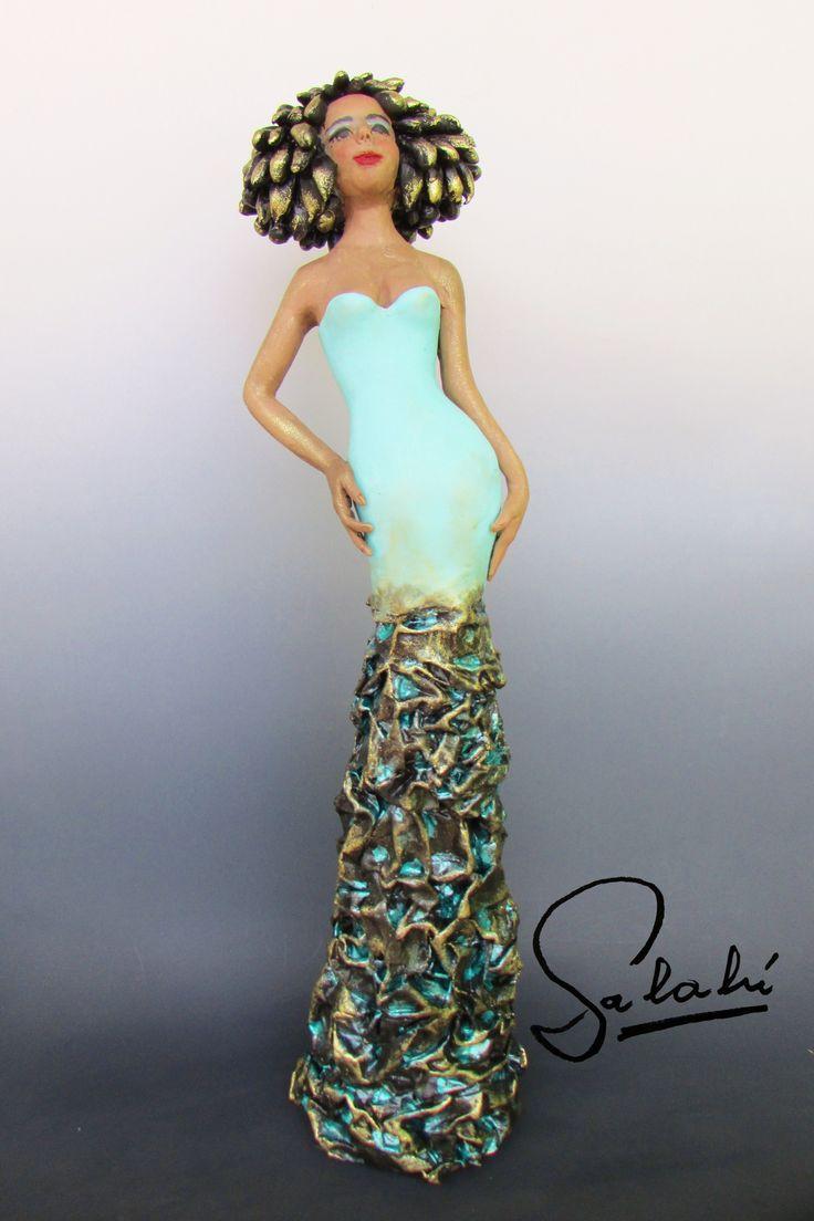 Shani. Escultura estilizada 45 cm.
