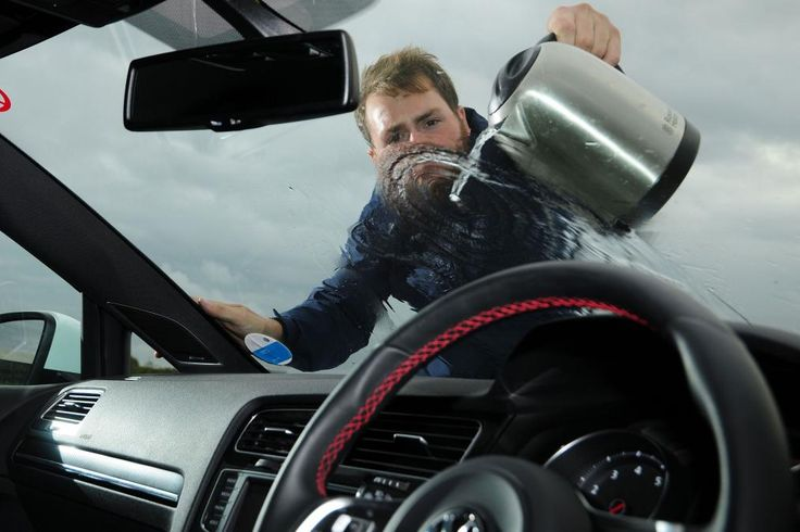 In Winter, the temperature difference between the exterior and the interior of the car, increase the chances of breakage of the windshield. If your windshield has a star or a crack, don't wait any longer. In less than an hour to fix this for a very low cost.