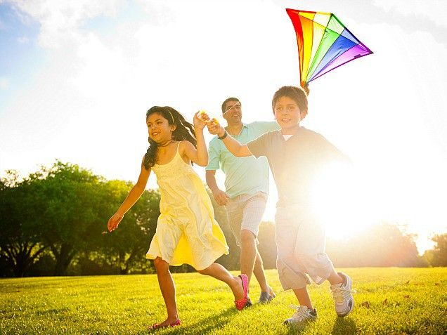 This summer is going to be all about fun! Make sure to try these 31 activities like ... flying a kite! Simple summer pleasures! http://www.ivillage.com/family-activities-summer/6-b-473501#473545