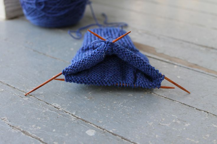 Youtube Knitting In The Round Double Pointed Needles : The sock needles debate dpns vs magic loop