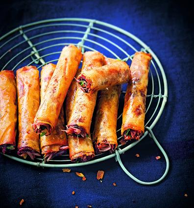Fingers de confit de canard en feuilles de brick, aux figues, au citron confit, à la coriandre et miel.