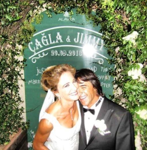 ÇAĞLA KUBAT - JIMMY DIAZ  Dünya sörf şampiyonu Çağla Kubat, Amerikalı sörfçü Jimmy Diaz ile evlendi. 2013'ÜN DÜĞÜNLERİ /  Kimisi yıllarca birlikte olduğu insanla evlendi, kimisi sürpriz bir şekilde nikah masasına oturdu... İşte evlenmek için 2013'ü bekleyen ünlü isimler ve çok konuşulan düğünleri.. http://kelebekgaleri.hurriyet.com.tr/galeridetay/76312/2368/1/2013un-dugunleri