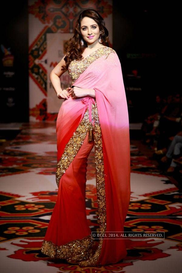 Zoya Alfroz In A Light Pink & Red Ombre Embroidered #Saree At Bangalore Fashion Week 2014.