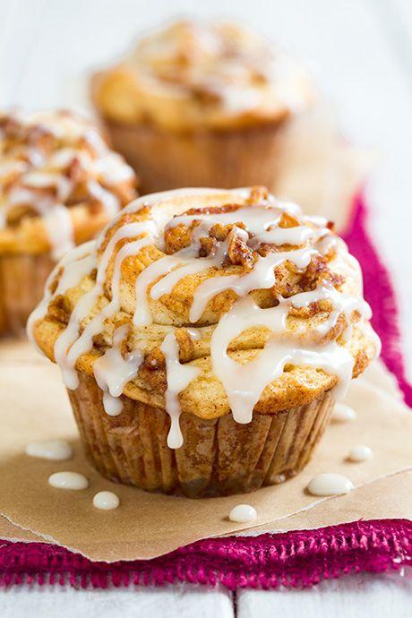 Apple Cinnamon Roll Muffins - They are like cinnamon rolls meet apple pie! SO GOOD!