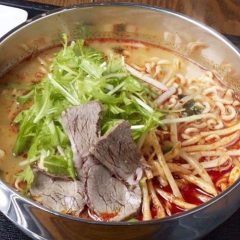 こんにちは! 韓国料理のCOSARI TOKYOです! . 今日はプレミアムフライデー!! . でも、ちょっとその前に 選べる18種からのランチはいかかですか? . 今日のオススメは、COSARI特製ラーメンです! . #プレミアムフライデー #肉フェス #同伴 #完全個室 #個室焼肉 #隠れ家 #マッコリ #大江戸線 #新大久保 #チーズダッカルビ #韓国 #韓国旅行 #肉 #姉妹店 #表参道 #サーロイン #イチボ #ランチ #ランチタイム #誕生日ディナー #女子会